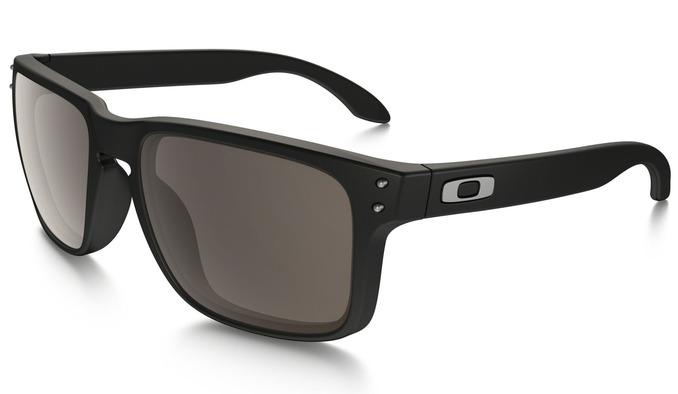 b8f95a860 Optique okuliare - Blog - Okuliare Oakley pristanú mužnom aj ženám